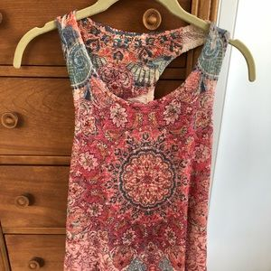 Summer featherweight high to low tank top.